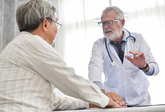 Doctor-Discussing-Kidney-Stone-Treatments